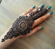 Henna Designs for Wedding on Hand Brides Girl that Suitable for Beginners 02012019 Pretty Henna Designs, Modern Henna Designs, Henna Hand Designs, Simple Arabic Mehndi Designs, Indian Mehndi Designs, Mehndi Designs For Beginners, Bridal Henna Designs, Mehndi Designs For Girls, Mehndi Designs For Fingers