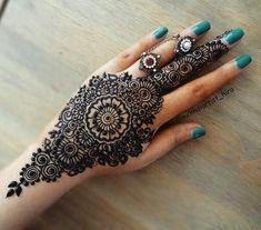 Henna Designs for Wedding on Hand Brides Girl that Suitable for Beginners 02012019 Henna Hand Designs, Eid Mehndi Designs, Pretty Henna Designs, Modern Henna Designs, Mehndi Designs Finger, Simple Arabic Mehndi Designs, Mehndi Designs For Girls, Mehndi Designs For Beginners, Mehndi Designs For Fingers