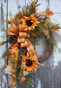 15 Fabulous Fall Wreath Ideas If you are looking for the perfect way to get yourself in the mood for the fall season, you should decorate your home with one of these amazing fifteen fall wreaths. Diy Fall Wreath, Autumn Wreaths, Wreath Crafts, Holiday Wreaths, Wreath Ideas, Fall Burlap Wreaths, Country Wreaths, Burlap Ribbon, Christmas Holiday
