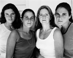 4 sisters take their photo every year for 36 years.