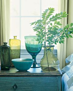 Home Tour: American Colonial… and century glass and ceramics brighten a guest bedroom. Color Inspiration, Interior Inspiration, Vases, Vase Transparent, Martha Stewart Home, Swedish Style, My New Room, Shades Of Blue, Pastel Shades