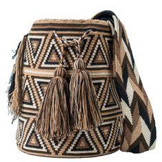 comprar bolso wayuu en madrid, wayuu, croche, bolsos hecho a mano, producto arte. Diy Crochet Bag, Crochet Purses, Crochet Chart, Knit Crochet, Tapestry Crochet Patterns, Loom Patterns, Mochila Crochet, Jute Tote Bags, Fabric Handbags