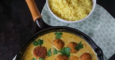 Pikante Linsenbällchen in cremiger Currysauce Oven French Toast, Coconut Curry Sauce, Lentils, Crockpot Recipes, Vegetarian Recipes, Food And Drink, Dinner Recipes, Low Carb, Nutrition