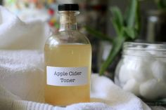 How To Make Apple Cider Vinegar Toner (The Mommypotamus) Apple Cider Vinegar Toner, Cider Vinegar Benefits, Apple Cider Vinegar Remedies, Vinegar For Acne, Vinegar Hair, Homemade Mouthwash, Apple Benefits, Toner For Face, Facial Toner