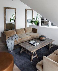 Floyd er beige veloursofa som er din 'partner in crime' når det kommer til middagsluren. Med sin beroligene farge og myke velour, gir den deg dobbelt opp med søvndyssing – og det kommer du ikke til å klare å motstå. Velour Sofa, Sofa Company, Sofas, Beige Sofa, Lounge Sofa, 3 Seater Sofa, Home Living Room, Decoration, New Homes