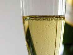 Rico licor de hierbas que tomado luego de las comidas nos ayuda a digerir. Homemade Liquor, Shot Glass, Smoothies, Tropical, Ice Cream, Wine, Drinks, Tableware, Food