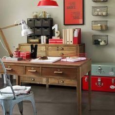 Un bureau industriel avec son meuble d'architecte