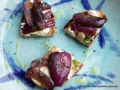 Crostini con cebolla morada rostizada y queso de cabra #crostini #buonissimomexico #chalupinski