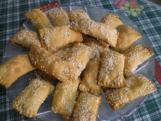 Eliopita is a traditional Cypriot snack made either as a bread, as a roulade, as turnovers or a pie, to accompany a cup of coffee or tea.   #elioti #eliopita #eliopitakia #eliopsomo #olive_turnovers #olive_pies #snacks #olive_bread