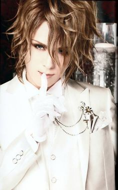 Kamijo. Swoon. :3 I need him.