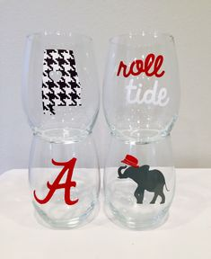 This is a set of 15 oz glasses. The decals are seamless vinyl. Drink up, roll tide, and hand wash Bama Fever, Alabama Shirts, Light Bulb Crafts, Wine Glass Designs, Etched Wine Glasses, University Of Alabama, Alabama Football, Gifts For Coworkers, Alabama Crimson Tide