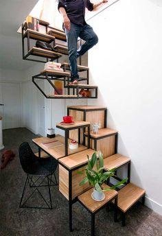 Escalera, mesa y escritorio, todo en uno.