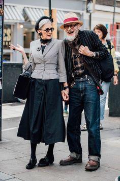 Men& fashion week in London- Männermodewoche in London Street style in every age - Fashion Couple, Look Fashion, Street Fashion, Fashion Tips, Fashion Trends, Fashion Ideas, Fashion Websites, Fashion Black, Fashion Lookbook