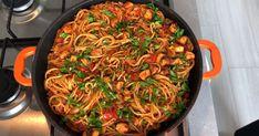 Sosu Bol Nefis Tavuklu Arabiata Tarifi Chicken Spagetti, Spagetti Recipe, Italian Chicken Dishes, Chicken Meals, Turkish Recipes, Ethnic Recipes, Turkish Kitchen, Salty Foods, Food For A Crowd