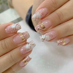 30 Flowers Nails Design Ideas for Women - Fasneshion Elegant Nail Designs, Creative Nail Designs, Nail Art Designs, Fancy Nails, Cute Nails, Pretty Nails, Gold Glitter Nails, Rose Gold Nails, Romantic Nails