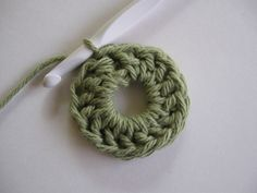 two methods for starting crochet in the round, non-magic circle.