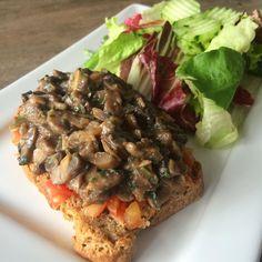 """489 curtidas, 10 comentários - Club Life Foods (@clublifefoods) no Instagram: """"Bruschetta de cogumelos com tomate + saladinha 😍 Deu água na boca? É só entrar para o Club! 😊"""""""