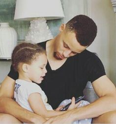 Steph Curry with his daughter Riley Stephen Curry Family, The Curry Family, All In The Family, Family Love, Ryan Curry, Wardell Stephen Curry, Curry Warriors, Hottest Curry, Basketball