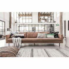 Bank Rodeo cognac bruin leer in 2019 Decor Inspiration, Living Room Inspiration, Estilo Industrial Chic, Interior Design Living Room, Living Room Decor, Home And Living, Living Area, Beautiful Homes, Loft