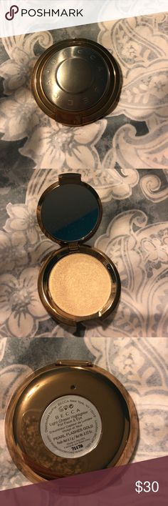 Becca Light Chaser highlighter new!!!! Used once, in color: Pearl Flashes Gold BECCA Makeup