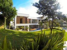 Casa Esmeralda, Alphaville, Barueri, SP. Projeto: Rodrigo Latorre, 2014. Construcao e Incorporação: Yellowbrick Houses.