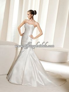 Search Used Wedding Dresses & PreOwned Wedding Gowns For Sale La Sposa Wedding Dresses, Used Wedding Dresses, Wedding Dress Styles, Bridal Dresses, Bridesmaid Dresses, Prom Dresses, Mode Top, Textiles, Prom Girl