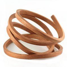 Brazalete de madera de Gustav Reyes.