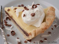 Black & White Cream Pie - Uses only 5 ingredients, 2 of which are chocolate! Double yum!