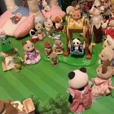 There is a baby ferris wheel at the fair, which lots of the babies are eagerly waiting to have a go on! #sylvaniansummer