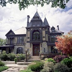 Architecture Luxury Spots on Eingebettetes Bild Best Picture For Gothic Style costume For Your Taste You are looking for something, and it is going to tell you exactly what Victorian Architecture, Beautiful Architecture, Beautiful Buildings, Beautiful Homes, Victorian Style Homes, Victorian Decor, Old Mansions, Gothic House, Gothic Mansion