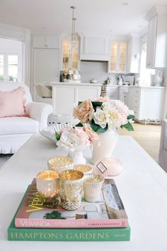 5 Elegant Spring Living Room Decor Ideas You Can Adopt! Romantic Home Decor, Romantic Homes, Pastel Living Room, Living Room Decor Inspiration, Spring Home Decor, Sweet Home, Motif Floral, Decorating Coffee Tables, White Decor