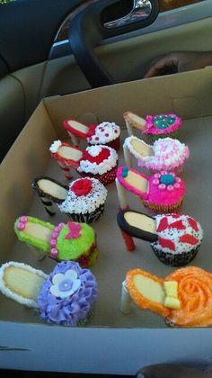 Cupcakes with high heels! High Heel Cupcakes, Shoe Cupcakes, Yummy Cupcakes, Cupcake Cookies, Cupcake Cupcake, Owl Cupcakes, Cupcake Ideas, Pull Apart Cake, Pull Apart Cupcakes