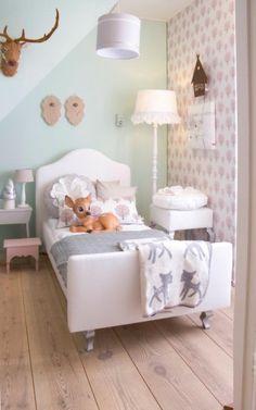 Bij Saartje Prum kun je terecht voor een uitgebreid #stylingadvies voor de #kinderkamer of #babykamer. #mintgroen en andere #pastelkleuren maken je #kamer rustig.