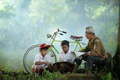 Tangerang, Banten based talented photographer Dewan Irawan captures amazing photos of Indonesia. Great Photos, The Locals, Nature, Explore, Life, Schools, Photography, Naturaleza, School