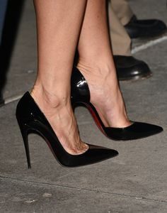 Jennifer Aniston's High Heels ...XoXo
