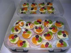 Recept na výborný ovocný zákusek, který chutná dospělým i dětem. Mini Cakes, Sushi, Waffles, Muffins, Food And Drink, Cooking Recipes, Cupcakes, Pudding, Sweets