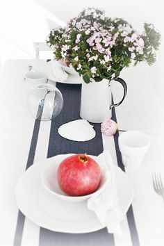 beach cottage tablescaping
