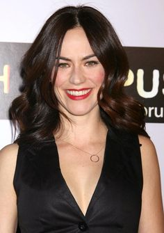 "Maggie Siff Photos Photos - Actress Maggie Siff arrives at the season two premiere of the FX television series ""Sons of Anarchy"" at the Paramount theatre on August 23, 2009 in Hollywood, California. - Premiere Of FX's ""Sons Of Anarchy"" Season 2 - Arrivals"