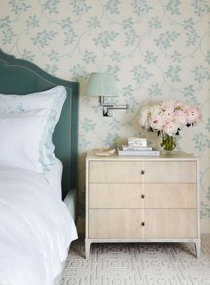 to home decor interiors How to Mix and Match Bedroom Furniture Wallpaper combined with velvet green headboard. Nightstand height is perfect. How To Mix and Match Bedroom Furniture Guest Bedrooms, Bedroom Sets, Home Bedroom, Bedroom Decor, Master Bedroom, Green Headboard, Colorful Furniture, Furniture Ideas, Furniture Nyc