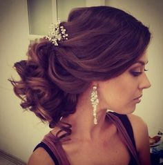 Bridal up do. Wedding hairstyle. http://curllsy.com/