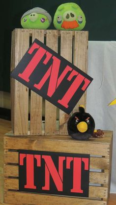 Angry bird tnt boxes buscar con google ideas para for Angry birds decoration ideas