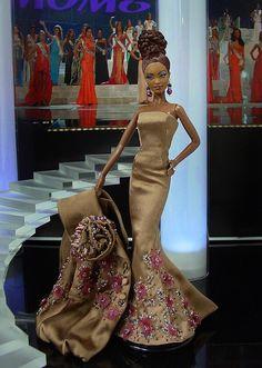 Barbie Miss Bahamas 2012 by Ninimomo Dolls Barbie Gowns, Barbie Clothes, Fashion Royalty Dolls, Fashion Dolls, Manequin, Barbie Miss, Diva Dolls, African American Dolls, Poppy Parker