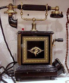 Les téléphones mobiles et muraux de 1920 et plus, histoire et téléphones d'autrefois.