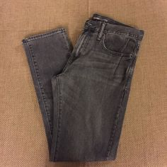 "Men's Old Navy Grey Wash Straight Leg Jeans Brand new. No tags but never been worn. Waist: 32"" and Length: 32"" Old Navy Jeans Straight Leg"