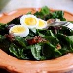 Warm Spinach Salad with Bacon Dressing - Pioneer Woman Warm Spinach Salads, Bacon Spinach Salad, Baby Spinach, Spinach Egg, Warm Bacon Dressing, Spinach Stuffed Mushrooms, Fried Mushrooms, Soup And Salad, Kitchen