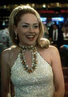 Sharon stone won an oscar for her role in casino as ginger, the devious wife of high rolling gambler, but it was her flashy, sequinned las vegas wardrobe 1990s Movies, Iconic Movies, Casino Dress, Casino Outfit, Sharon Stone Casino, James Bond, I Love Music, Las Vegas, Casino Costumes