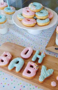 oh baby gender reveal party baby shower Idee Baby Shower, Fiesta Baby Shower, Shower Bebe, Girl Shower, Baby Shower Table, Girl Baby Showers, Baby Shower For Girls, Baby Shower Program, Baby Shower Fruit