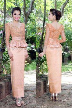 Gaun Dress, Dress Brokat, Kebaya Dress, Myanmar Traditional Dress, Thai Traditional Dress, Traditional Outfits, Mother Of Bride Outfits, Mother Of Groom Dresses, Batik Fashion