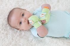 Baby Soothing Hand Squeezies with Rattle Peanuts Toys, Soothing Baby, Soft Play, Baby Mine, Fingerless Mittens, Cool Baby Stuff, Baby Toys, New Baby Products, Kids Outfits