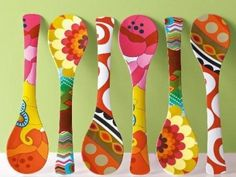 Here the 9 best wooden spoon craft ideas for Christmas and for other occasions. Decorate your garden table with this wooden spoon crafts, try your ideas. Wooden Spoon Crafts, Wooden Spoons, Wooden Spatula, Diy And Crafts, Crafts For Kids, Arts And Crafts, Painted Spoons, Hand Painted, Spoon Art